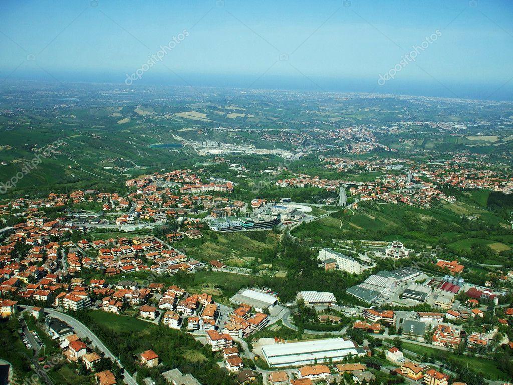 panorama della città da un\'altezza — Foto Stock © rayisa #8292019