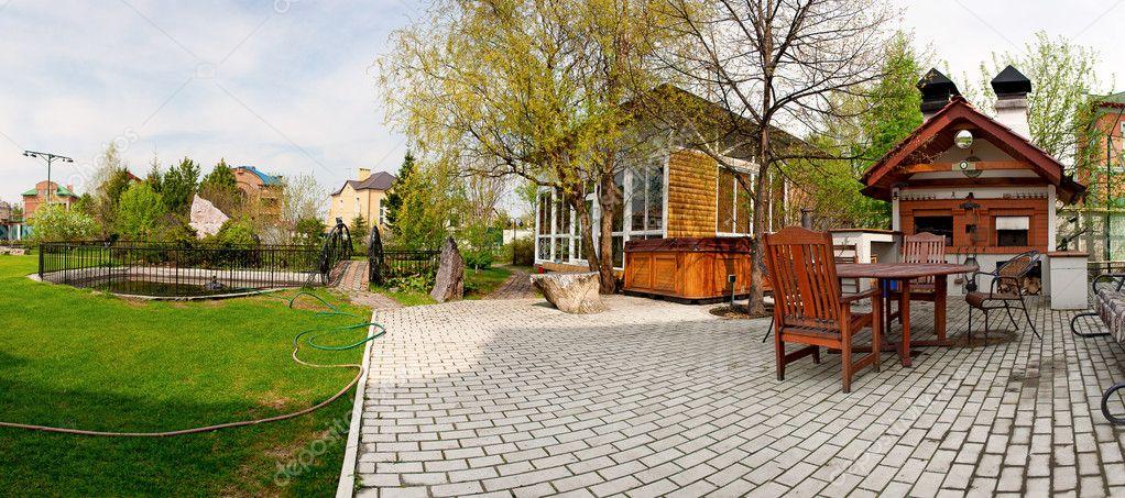 Vue Arriere Du Jardin Maison De Luxe Avec Piscine Terrasse Et