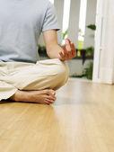 Fényképek Az ember a jóga pozícióját közelről