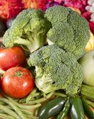 čerstvé brokolice a zelenina