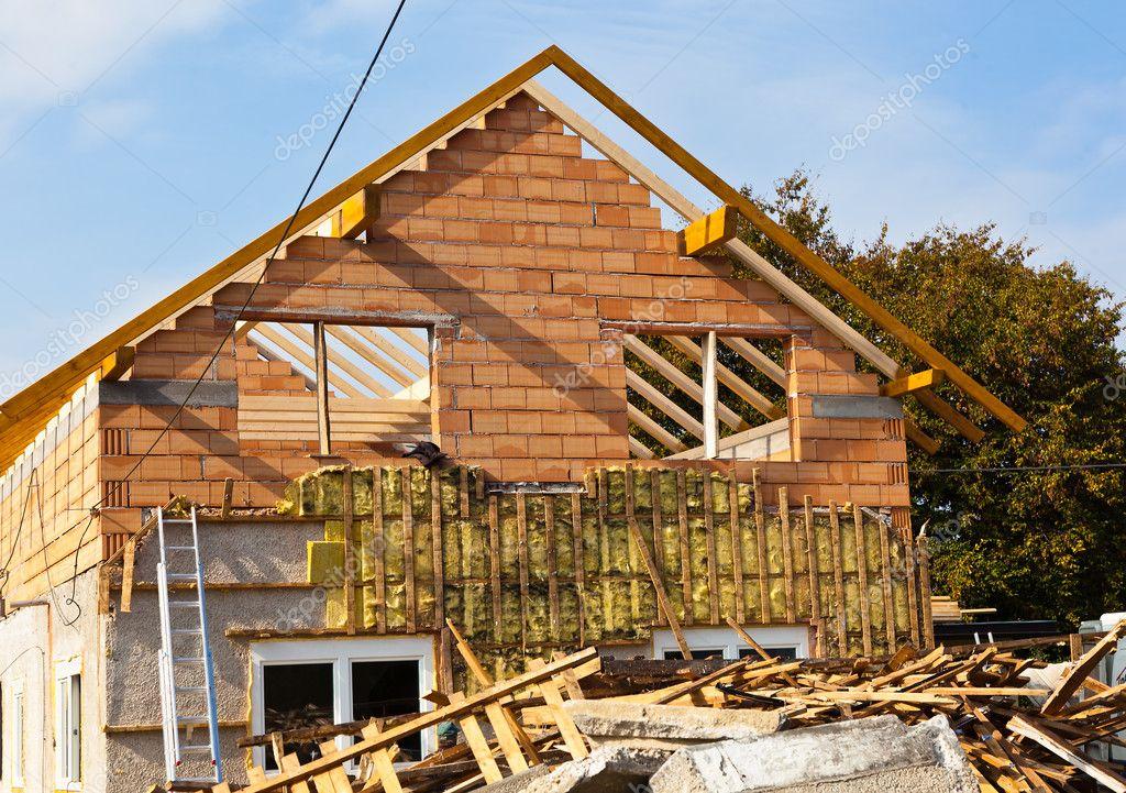 Oud huis gerenoveerd u stockfoto ginasanders