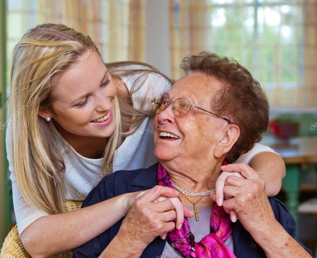 Бабушка отсосала у внука и подставила пиздень