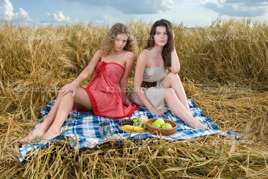 видео русский пикник двух блондинок