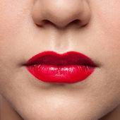 Detailní portrét dívky, mladé rockové. červené rty