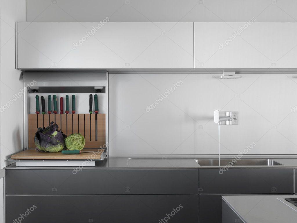detalle del fregadero en una cocina moderna — Fotos de Stock ...