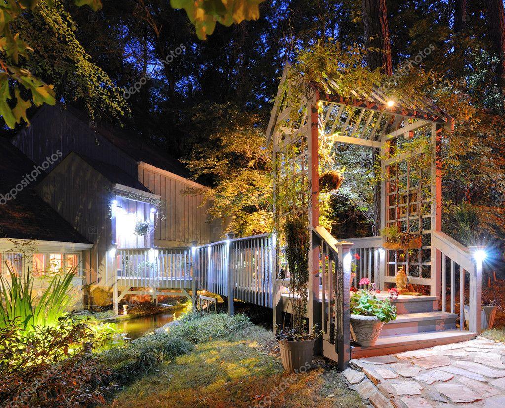 Ingresso casa con laghetto u foto stock sepavone