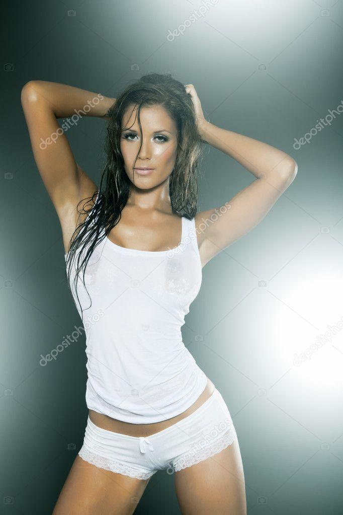 Foto Y Mujer Camiseta Mojado Bragas Blanca Vistiendo Transparente — eBrxoWCd