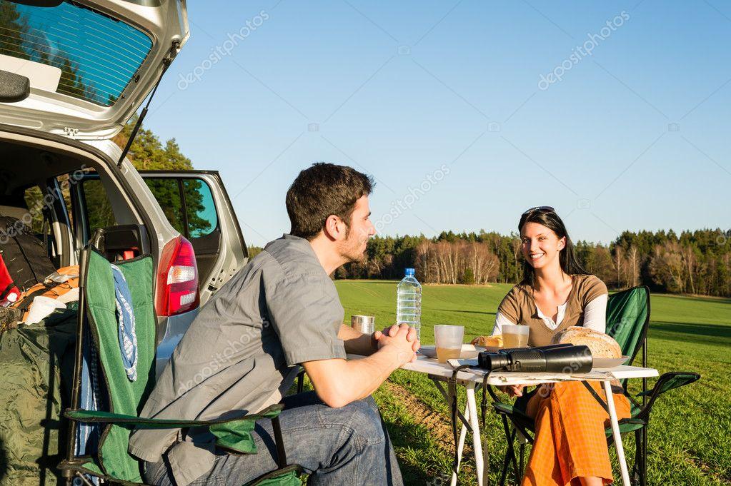 Le REPOS et les VACANCES vont de pair avec notre foi chrétienne... Depositphotos_10235314-stock-photo-camping-car-young-couple-enjoy