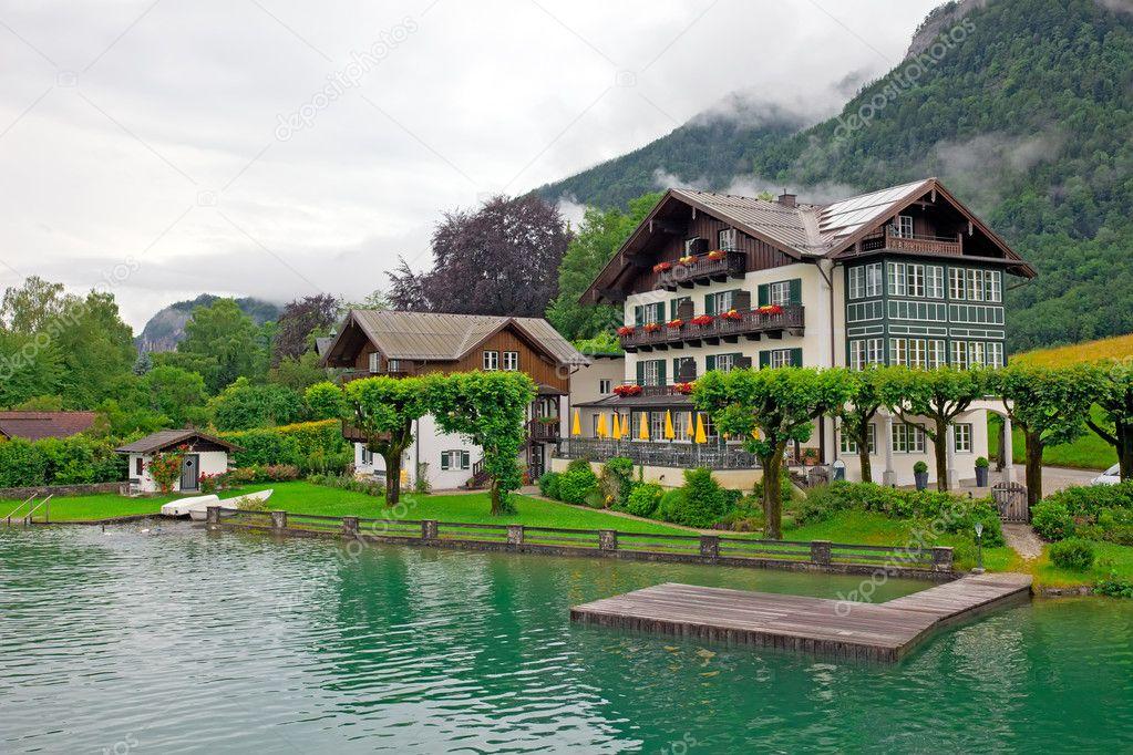 The beautiful house on the lake wolfgangsee austria for Tweede huis oostenrijk