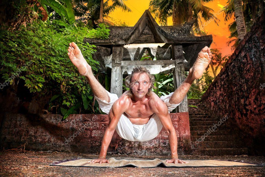 Yoga titibhasana firefly pose