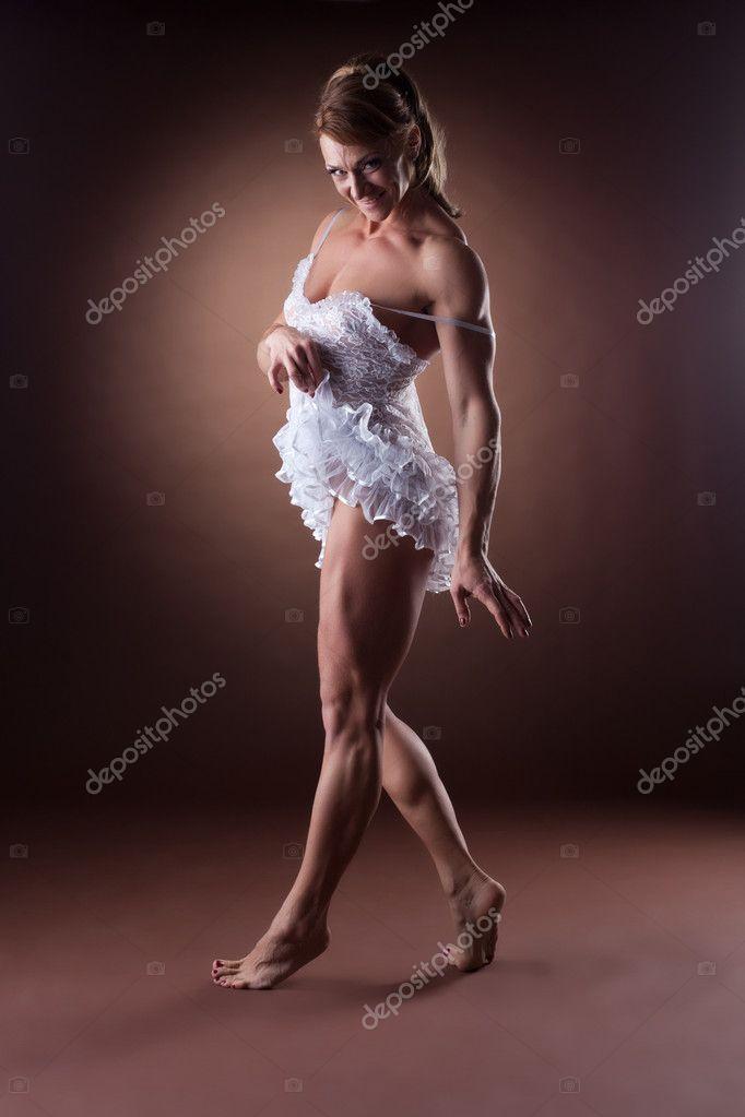 Sexy Frau-Bodybuilder Ausziehen Ihr Ballett-Kleid -7128