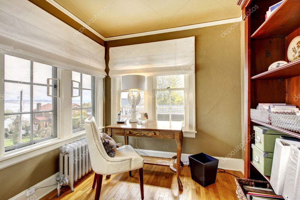kantoor aan huis gezellig en elegant interieur — Stockfoto ...