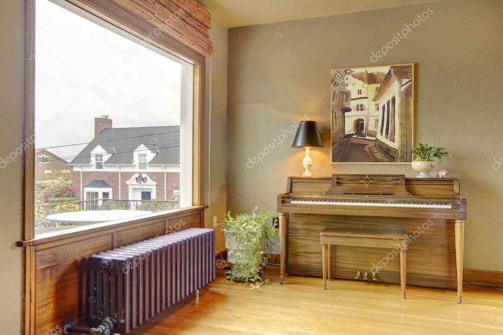 Altes Antikes Klavier Und Wohnzimmer Mit Aussicht Auf Das Englische Haus U2014  Foto Von Iriana88w