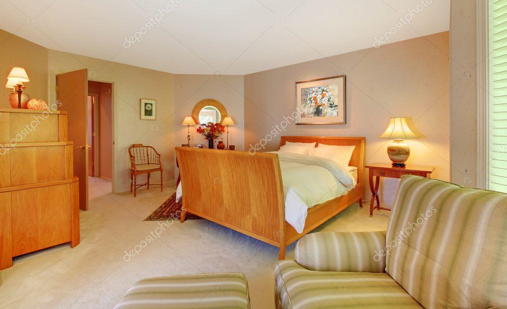 große Greeb, gold und braun Schlafzimmer design — Stockfoto ...