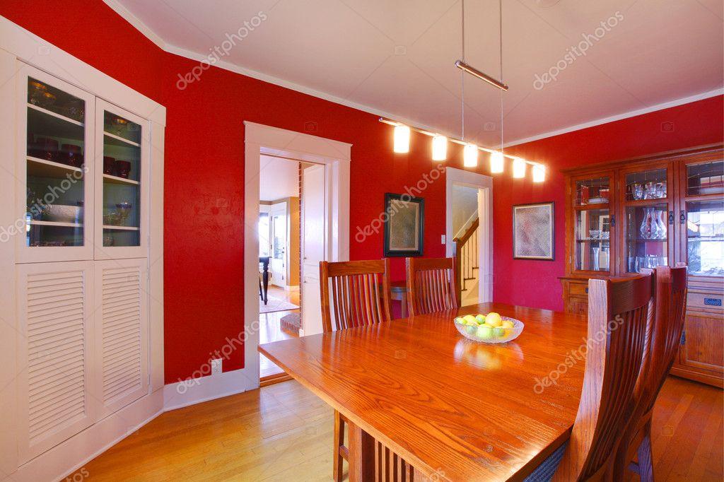 Mobili Antichi Per Sala Da Pranzo : Sala da pranzo rosso classico con mobili antichi u foto stock