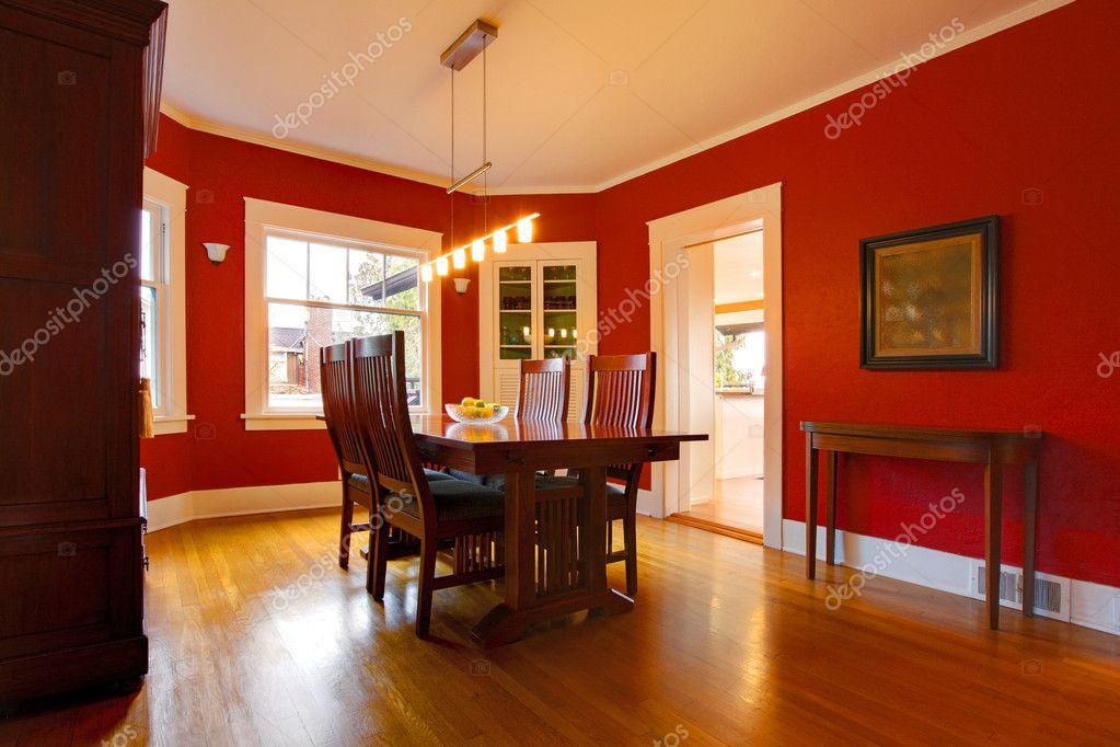 Mobili Antichi Per Sala Da Pranzo : Sala da pranzo rosso classico con mobili antichi u stock photo