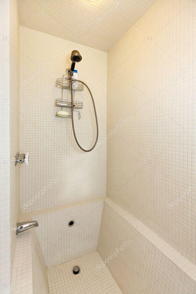 Weiße Moderne Badezimmer Dusche Und Badewanne U2014 Stockfoto. Detailes Neu  Renovierten Badezimmer U2014 Foto Von Iriana88w