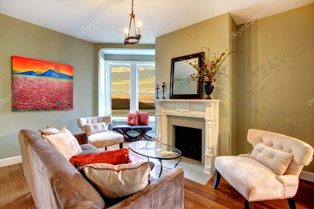 elegante groene woonkamer met groene muren en rood — Stockfoto ...