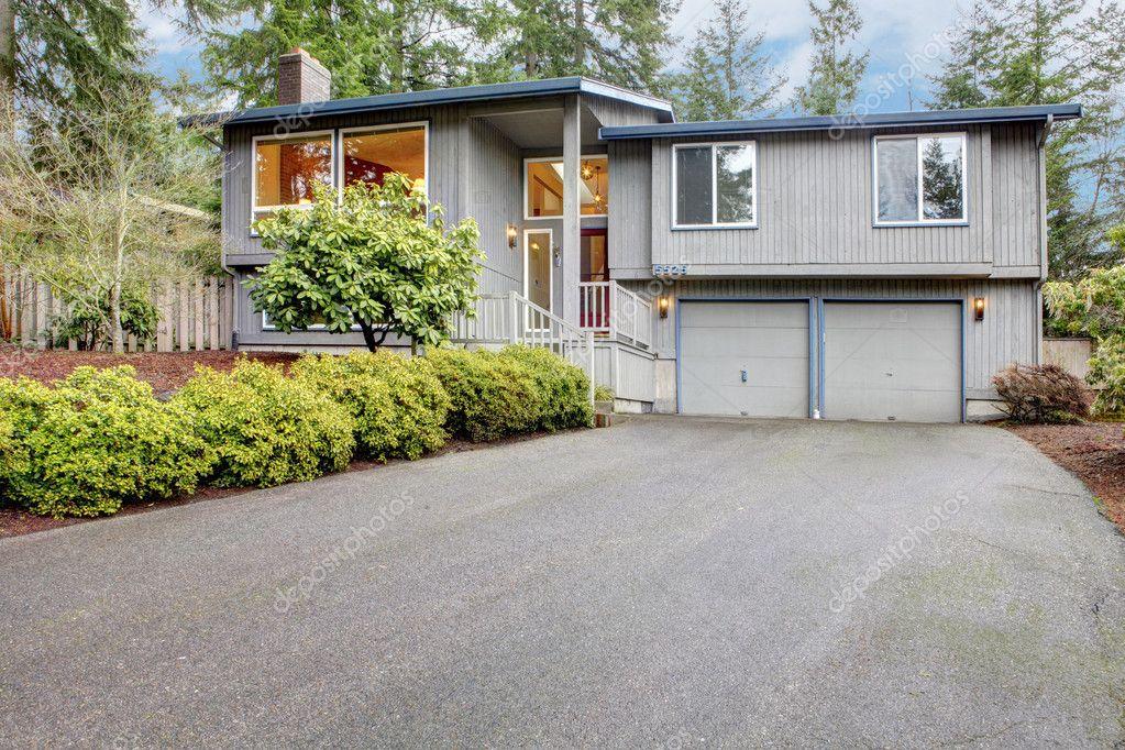 Facciata esterna di due livelli casa grigio marrone foto - Facciata esterna casa ...