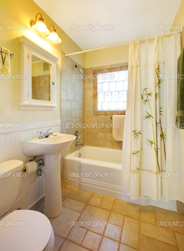 petite salle de bains avec douche blanc moderne — Photographie ...