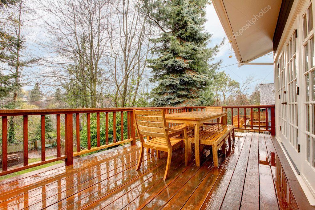 Ponte di legno con casa mobili e grigio foto stock - Stock house mobili ...
