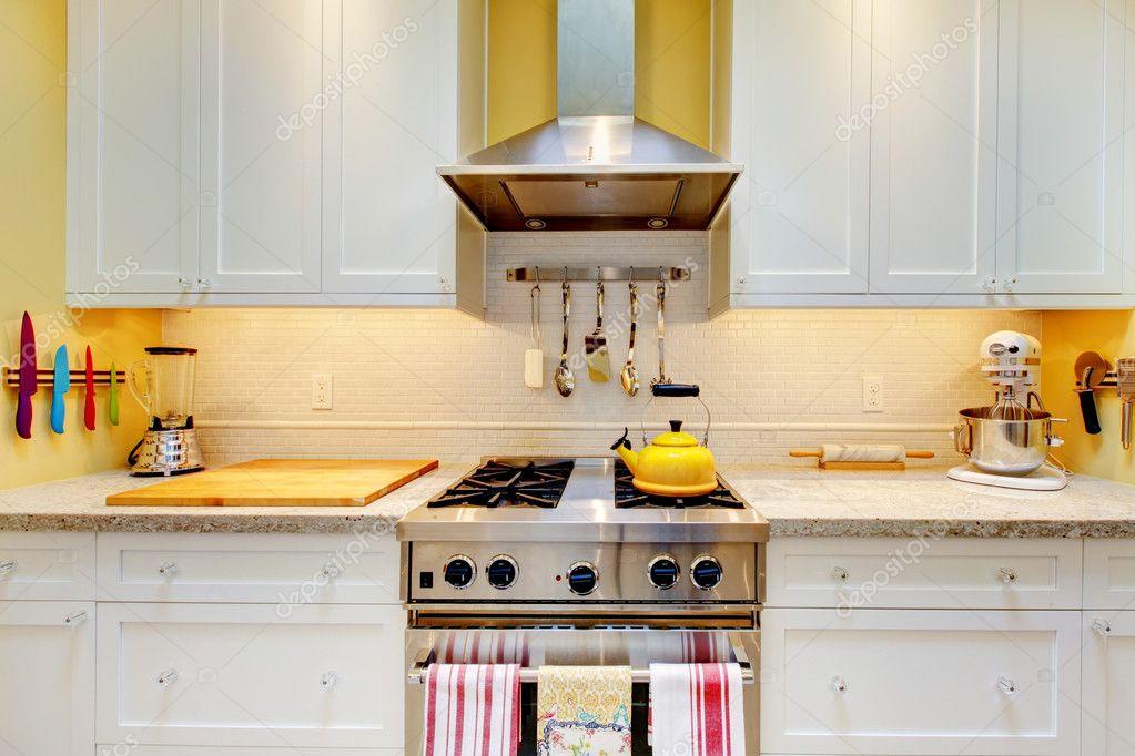 Bianchi armadi da cucina con piano cottura e cappa foto - Armadi da cucina ...