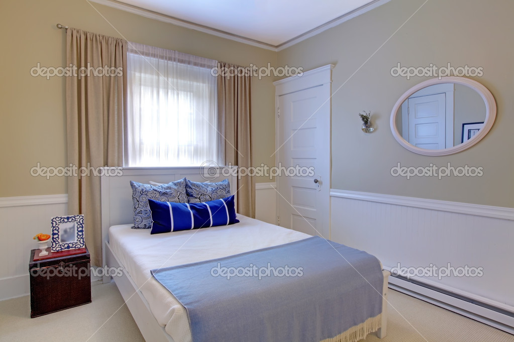 Chambre Bleue Et Blanche Avec Un Design Elegant