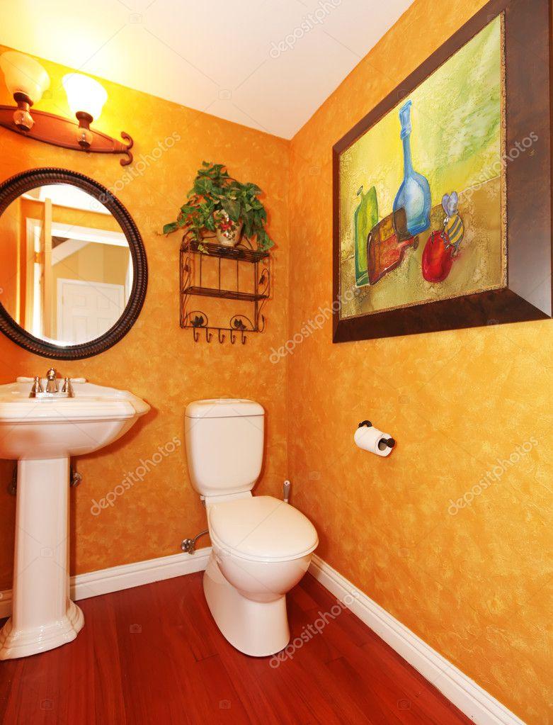 Orange, Kleines Bad Mit Der Großen Malerei U2014 Foto Von Iriana88w