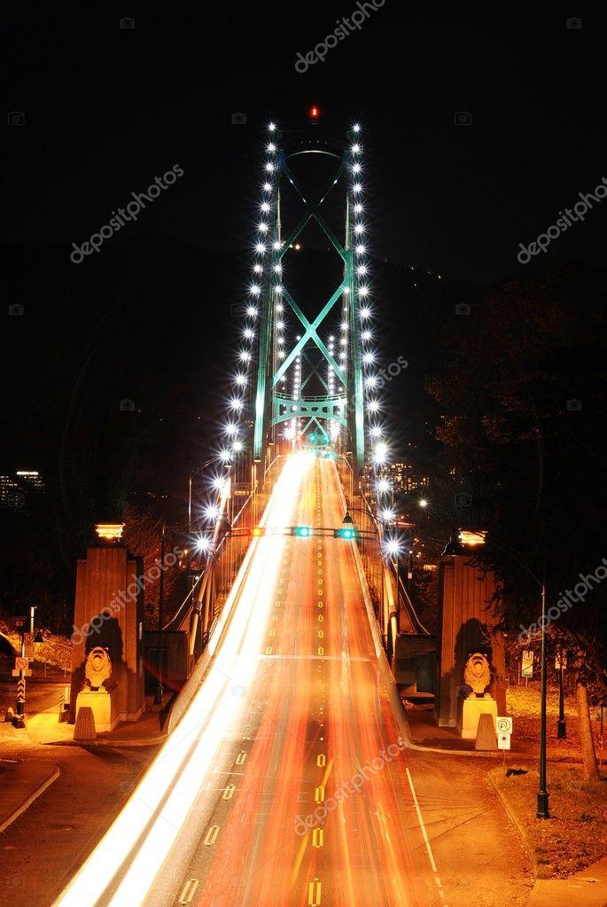 Traffic light on lions gate bridge in Stanley park