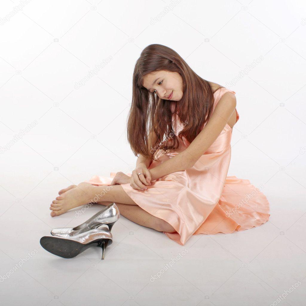 e97236b06e26c4 Portret van het mooie tiener meisje in roze kleren — Stockfoto ...
