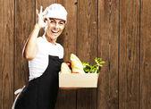 Fotografie Frau trägt Essen
