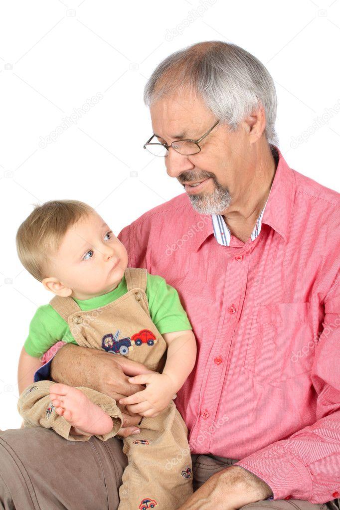 Внучка у в гостях дедушки