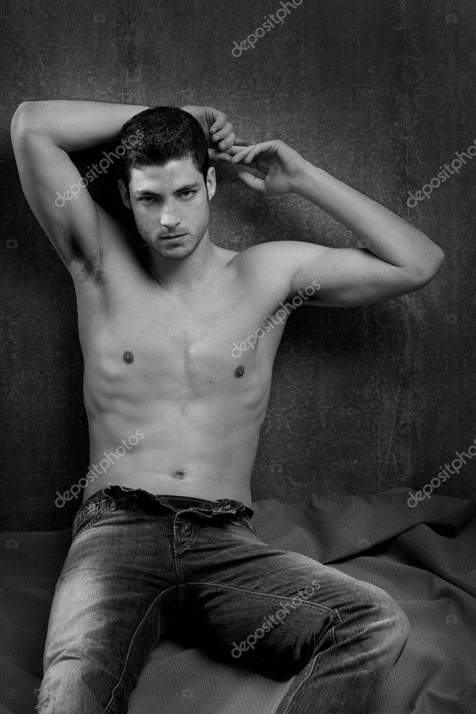 Bianco e nero sexy giovane uomo torso nudo bello — Foto di ...