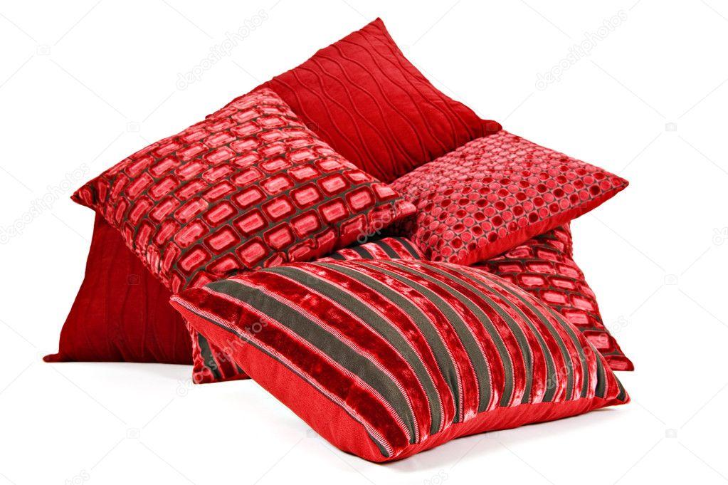 Cojines rojos amontonados sobre un fondo blanco foto de - Hacer cojines sofa ...