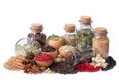 Zátiší různých koření a bylin