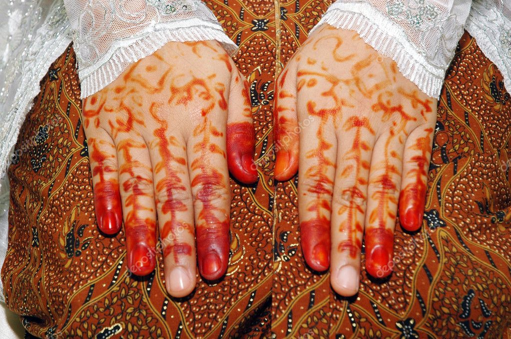 Traditionally the bride's hand tattoo woman Indonesia