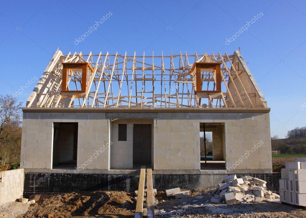 Casa En Construcción Con La Estructura De Techo De Madera