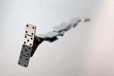 A queue of falling dominoes