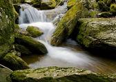 rocce e cascata effetto seta