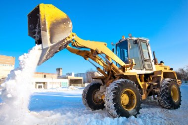 Wheel loader machine unloading snow