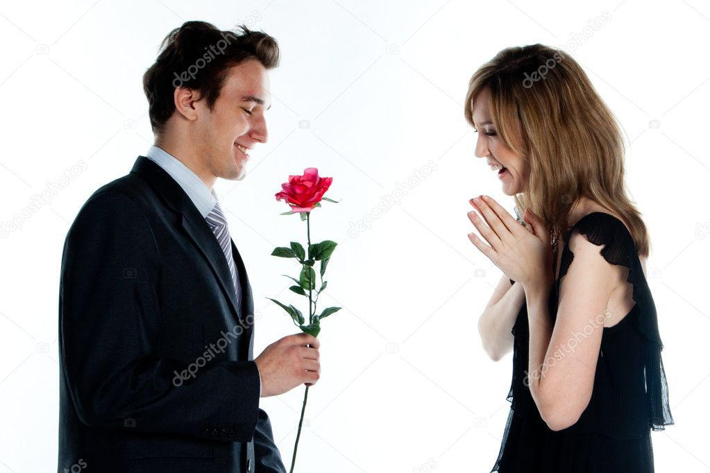 Женщина даёт мальчику фото 542-295