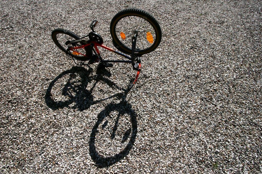 Kind Bike und Schatten — Stockfoto © jeancliclac #8307036