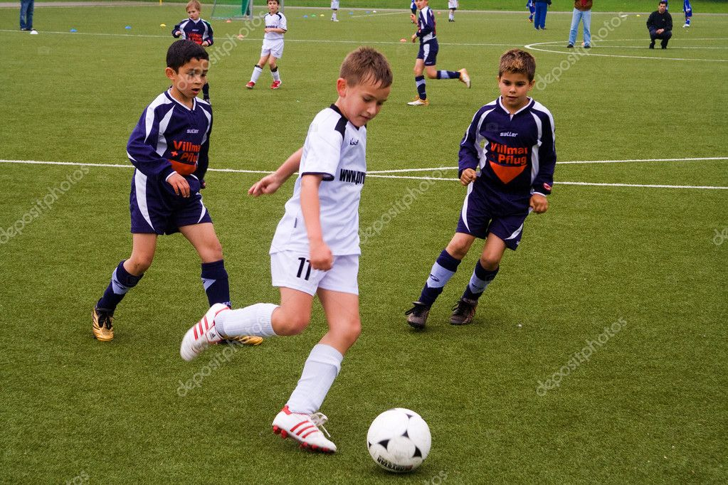 Children of BSC SChwalbach playing soccer