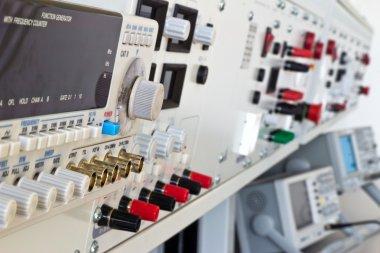 Laboratory electric measurement apparatus and measuring instrume