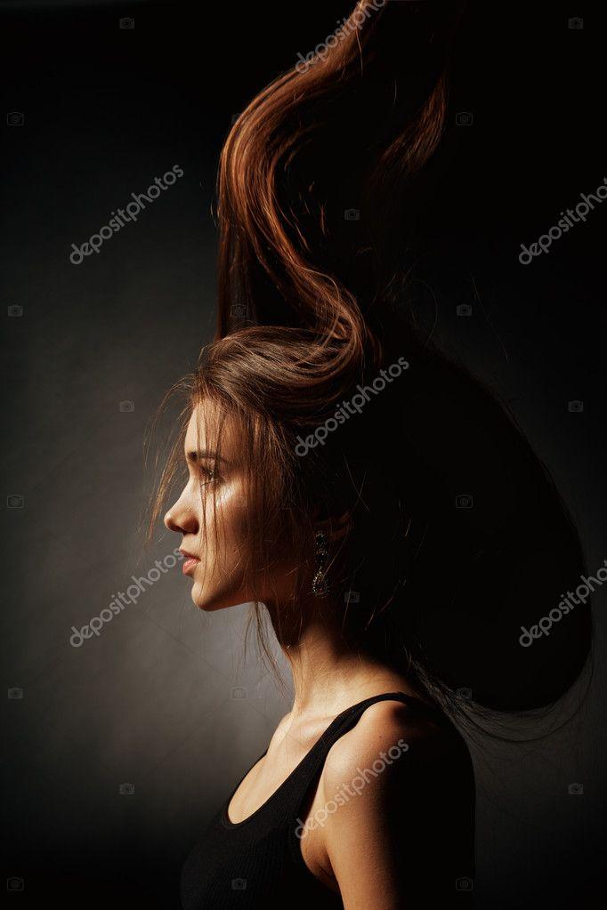 девушки картинки на темном фоне