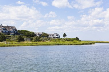 Cape cod: new england houses