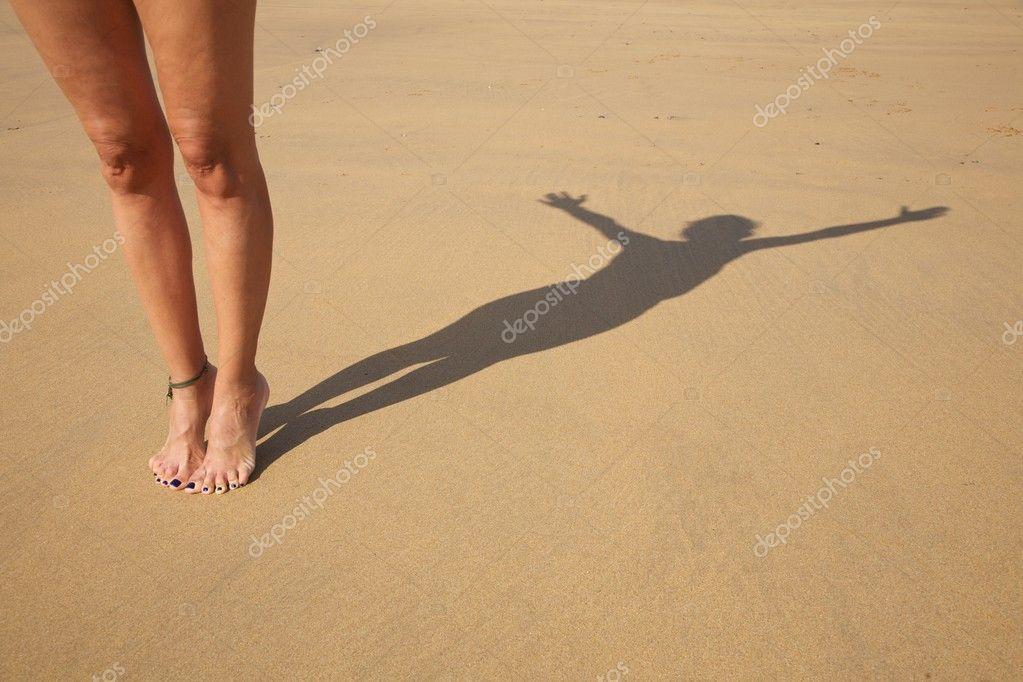 Tiptoe shade woman