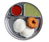 Jižní indické snídaně - líně vada sambar a chutney