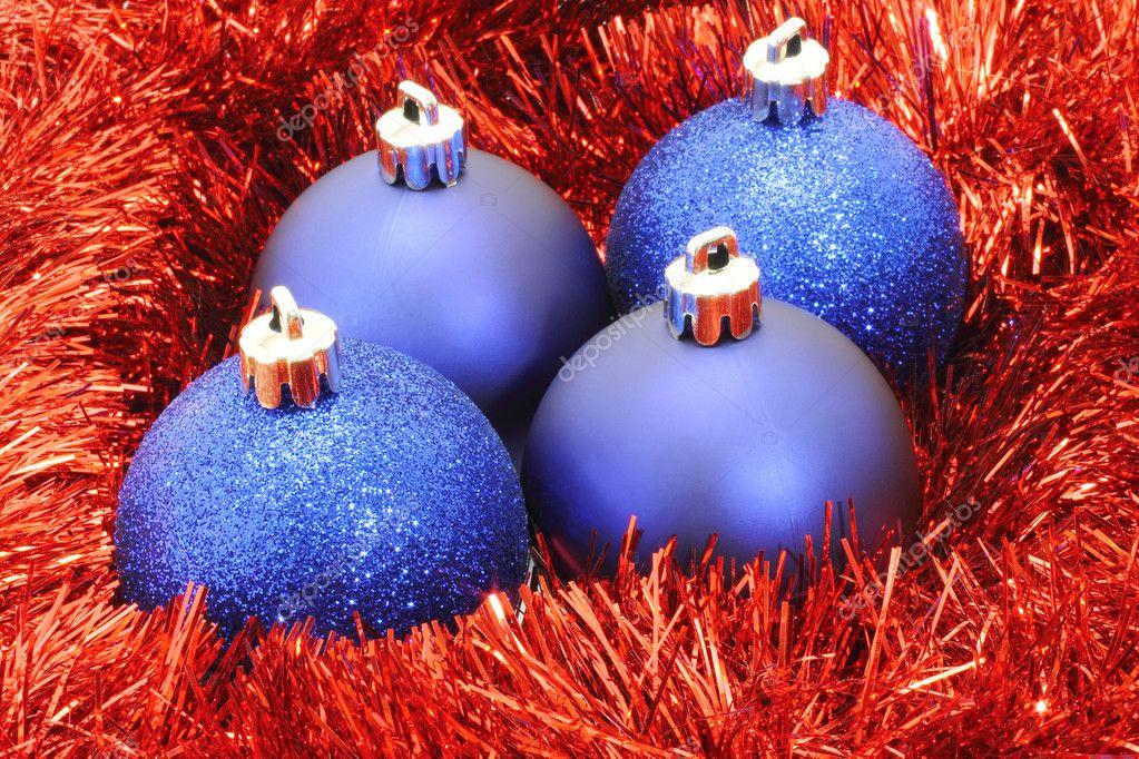 Bolas de navidad con guirnaldas rojas azules foto de - Bola de navidad con foto ...