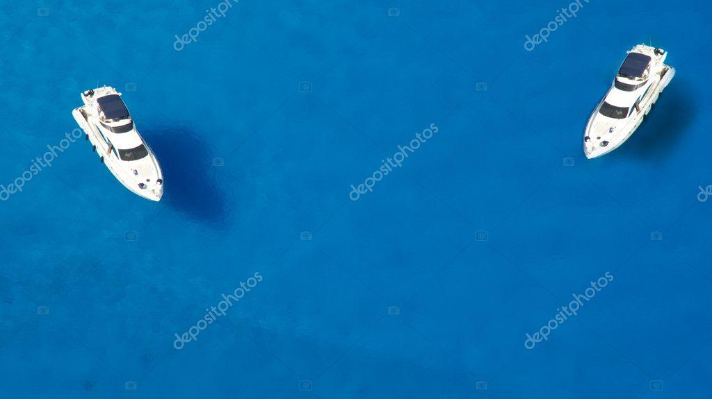 yacht nella baia